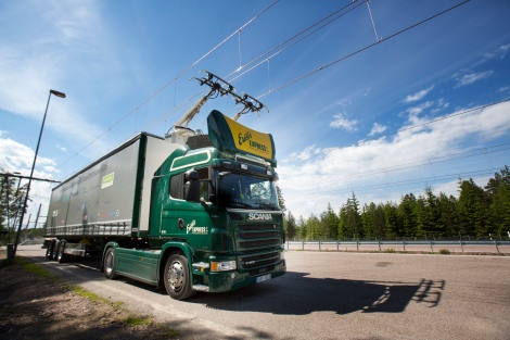 Scania's hybrid truck on Sweden's 'electric highway'. Photo: Tobias Ohls 2016
